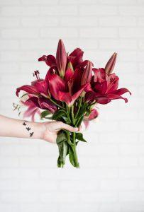 geef een boeket bloemen